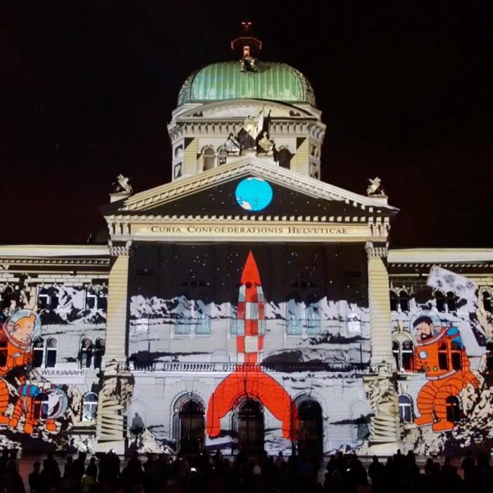 Tintin animé sur la façade du parlement Suisse
