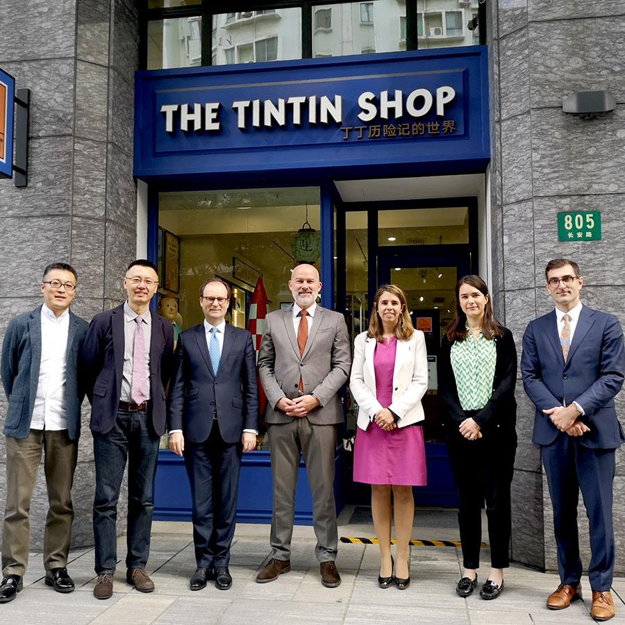 L'Ambassadeur de Belgique en visite à la Boutique Tintin de Shanghai