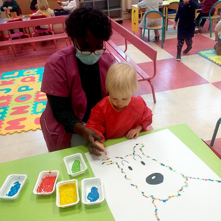 Les élèves de l'École Maternelle Nord à Vincennes commencent une nouvelle aventure grâce à Milou : l'apprentissage de l'écriture