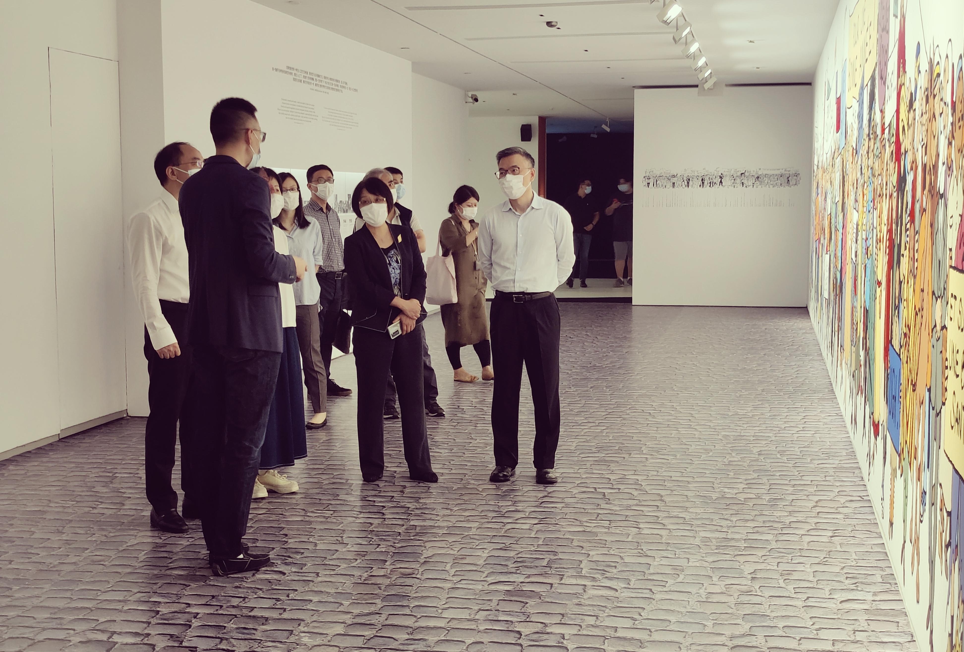 Le vice-maire de Shanghai a visité l'exposition Tintin et Hergé