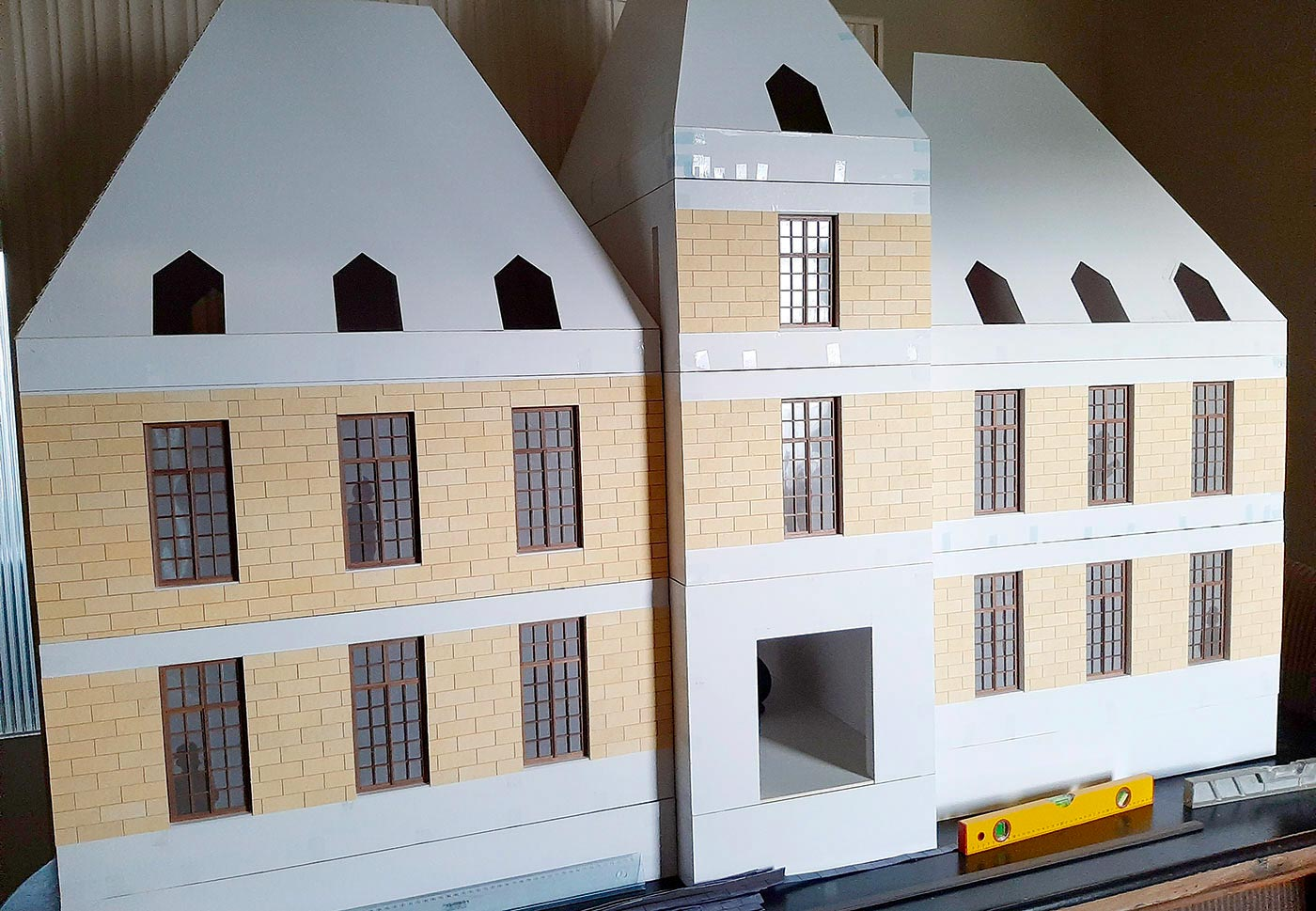 1/10th scale model of Marlinspike Hall