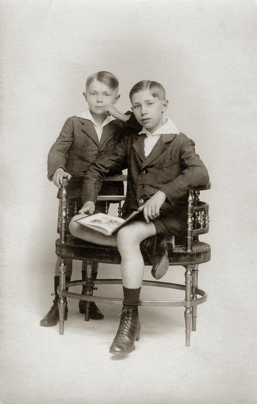 Hergé et son frère en 1918