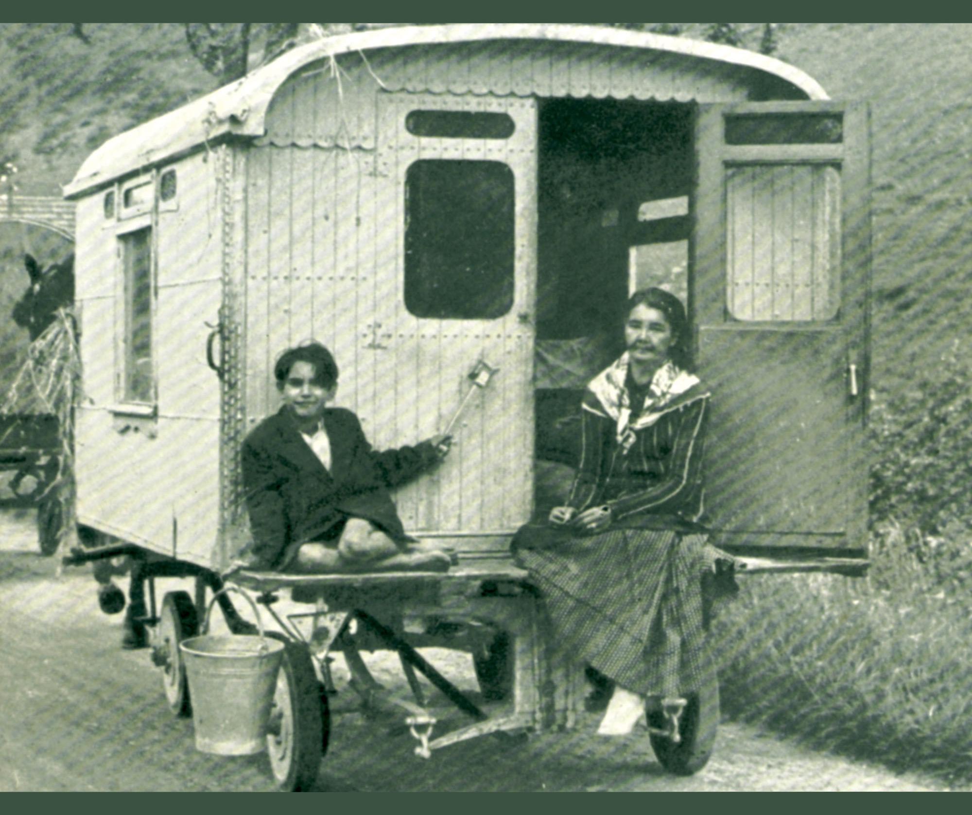 Photo de Tziganes, documentation d'Hergé pour Les Bijoux de la Castafiore